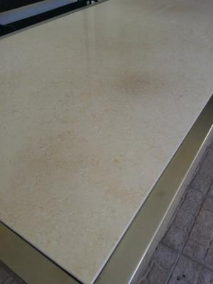 mesa acero inoxidable y mármol travertino