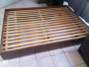 Cama de madera bien estado