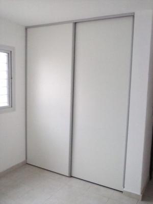 Frente de Placard Corredizo De Aluminio Con Puertas Blancas