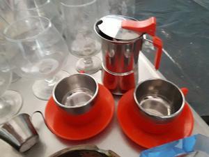 HERMOSO JUEGO DE CAFETERA ITALIANA + 2 TACITAS