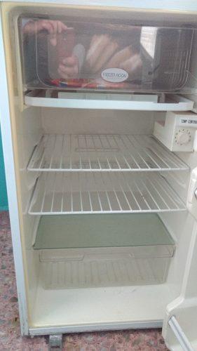 Heladera Frigobar Con Freezer