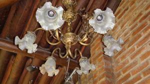 lampara de techo bronce tallado y tulipas