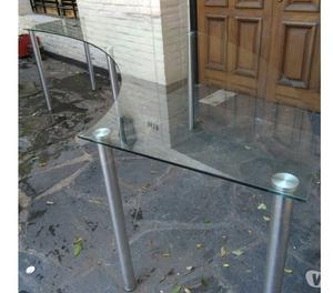 vendo mesa de vidrio curvada con patas en acero