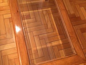 Mesa ratona de madera con vidrio, excelente!!!