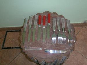 cuchillos y tenedores de acero inoxidable