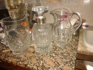 2 jarras y un botellón de cristal