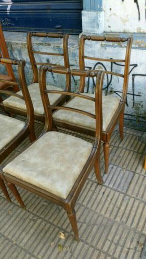 Cuatro sillas antiguas