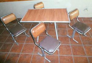 Mesa + 4 sillas - 1 Mesa de luz