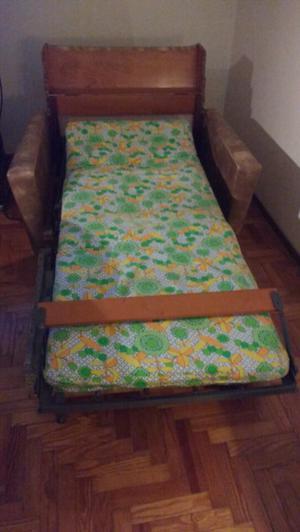Practico sofá cama con colchón