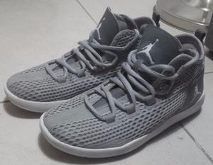 Zapatillas Niño Basquet Jordan Reveal N°35 casi nuevas