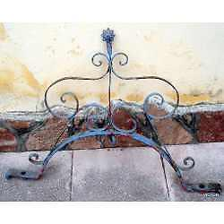 antigua cupula aljibe de hierro forjado con remaches 90 cm
