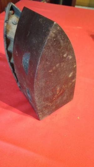 antigua plancha a carbón de