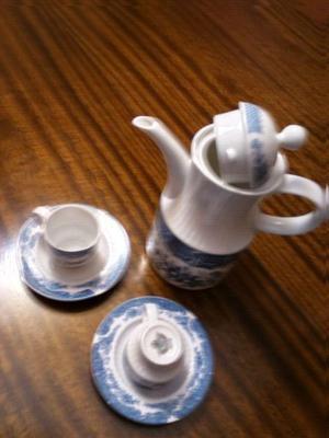 Cafetera y duo de tacitas porcelana Tsuji