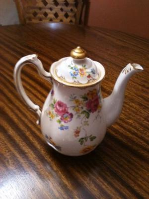 Cafetera y trio de tacitas porcelana inglesa New chelsa