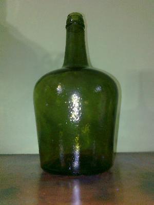 vendo damajuana de vidrio antigua de 2 litros,unica