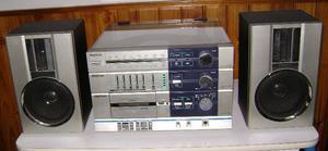 Equipo De Audio Con Bandeja Tocadiscos. 20 W 8 OHMS