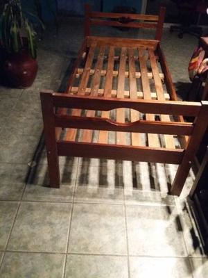 Vendo cama de madera de una plaza buen estado con colchon de