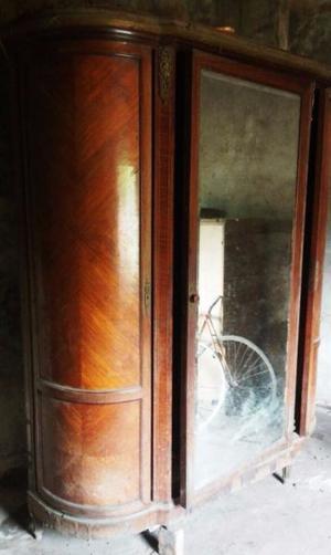 Vendo ropero antiguo, con espejo.
