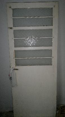 Puerta de chapa con vidrio ideal para patio posot class for Puertas para patio exterior