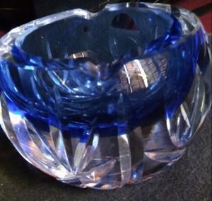 Cenicero de cristal bohemia.encamisado y tallado.