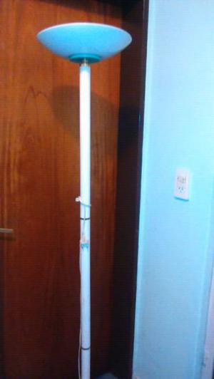 Hermosa lampara de pie blanca, luz halógena!!!