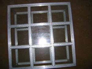 Mesa ratona cuadrada de aluminio y vidrio,