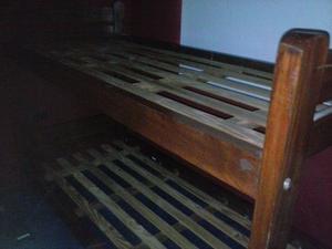 cama superpuesta de pino lustrado