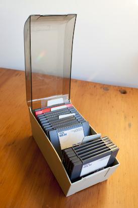 17 unidades de discos zip iomega + caja porta zip de