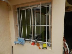 vendo ventana,aluminio con reja. tamaño 1x1