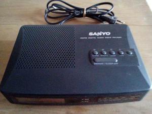 Hermoso Radio Reloj Despertador Sanyo Impecable !!