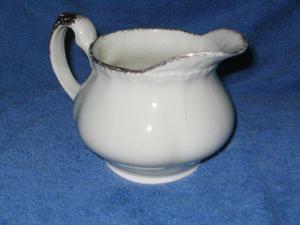 ***antigua lechera / cremera de porcelana inglesa sellada***