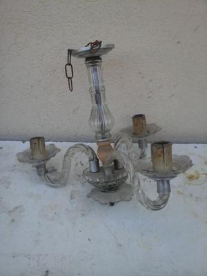 antigua araña de vidrio tres luces