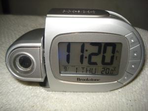 Digital Reloj Despertador Brookstone Mes, Fecha,hora,tempera