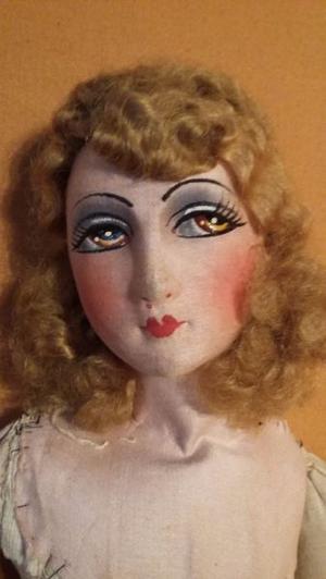 Antigua muñeca de porcelana para vestir