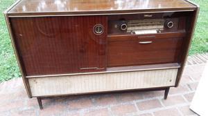Antiguo combinado toca discos y radio