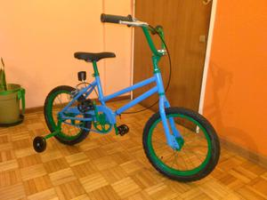 Bicicleta rodado 16 con rueditas de aprendizaje.