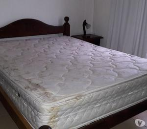 Juego de dormitorio completo en algarrobo