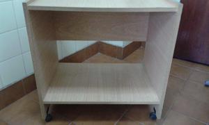 Mesa para TV con rueditas