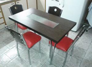 Mesa laminada con vidrio + 4 sillas
