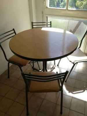 Mesa de fórmica redonda c/ 4 sillas
