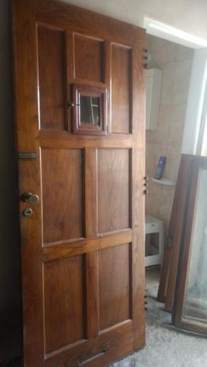 Puerta de madera para frente