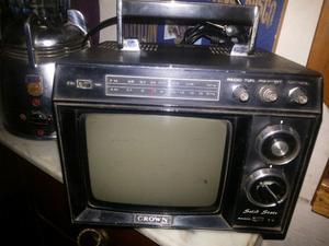 Televisor crown vintage 9 pulgadas con radio y tv.funciona