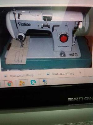 Maquina De Coser Godeco Con Mueble De Madera Y Es Electrica