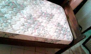 cada una VENDO dos camas de algarrobo de 1 plaza 1/2 y