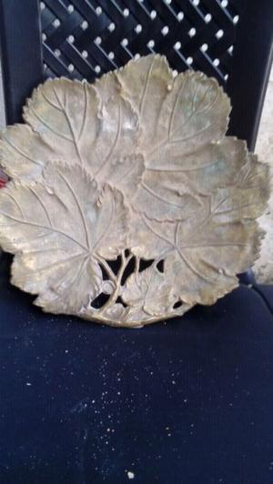 Fuente broce motivo hojas de parra