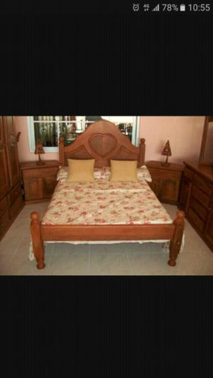 Juego de dormitorio en algarrobo