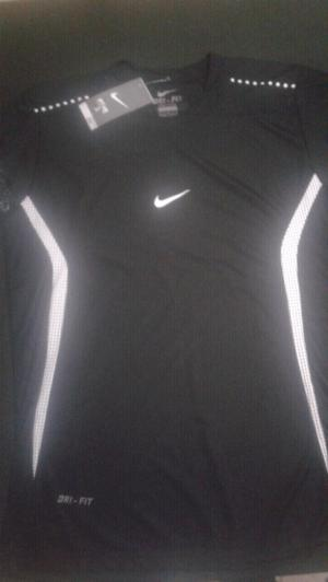 Vendo remera Nike Dri-Fit