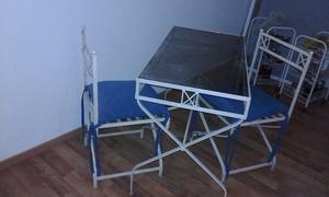 juego de mesa y 2 sillas de hierro. color manteca. en muy
