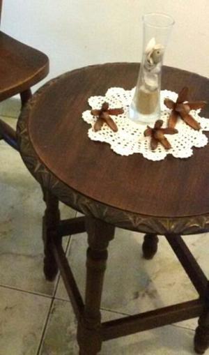 Antigua mesa mesita ratona sala costado sillón madera