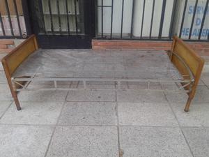 Antigua Cama de Hierro de 1 y 1/2 Plaza en Muy Buen Estado